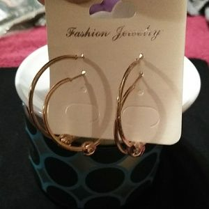 Fashion Jewelry Jewelry - 💖NWT Fashion Hoop Earrings With Gold Ball Beads